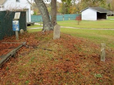 Roanoke/Cashie River Center Grave Site image. Click for full size.
