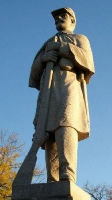 Civil War Memorial Statue image. Click for full size.