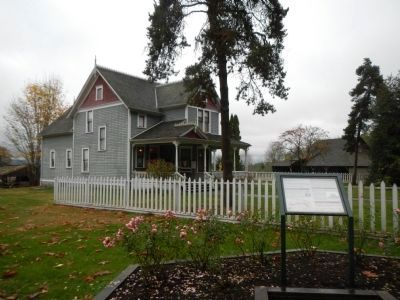 Historic Stewart Farmhouse Marker and Victorian Farmhouse image. Click for full size.