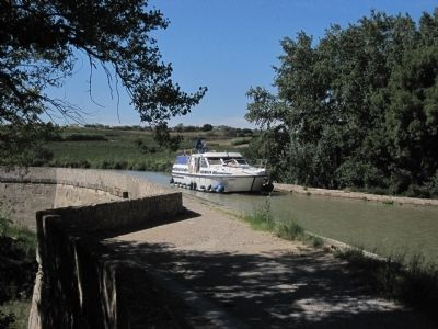 The Canal du Midi Canal-Bridge crossing over the Repudre. image. Click for full size.