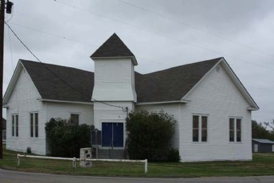 Barry Baptist Church and Marker image. Click for full size.