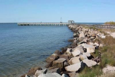 Riprap jetty, as mentioned, and present day public fishing pier, overlooking the Chesapeake Bay. image. Click for full size.