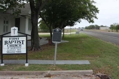 Mertens Baptist Church Marker, looking east along Texas Highway 22 image. Click for full size.