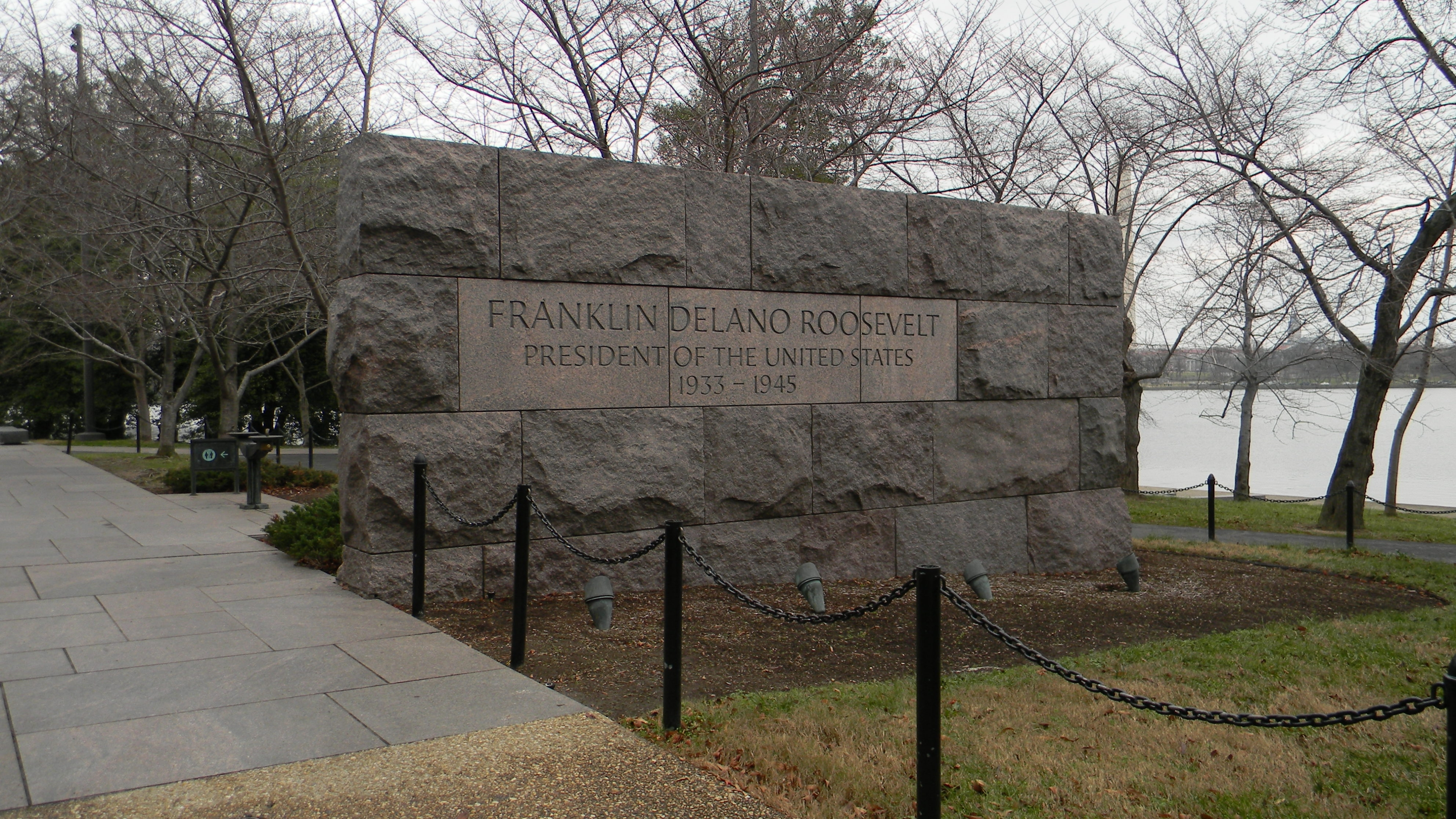 The southeast entrance to the Franklin Delano Roosevelt Memorial -