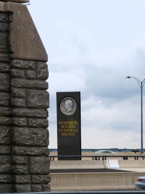 Woodrow Wilson Memorial Bridge Pillar image. Click for full size.