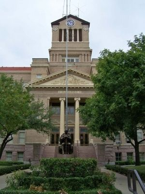 Navarro County Courthouse with statue of statesman Jose Antonio Navarro, county namesake image. Click for full size.