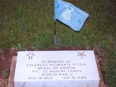 Marine Pvt First Class Charles H. Roan Marker image. Click for full size.