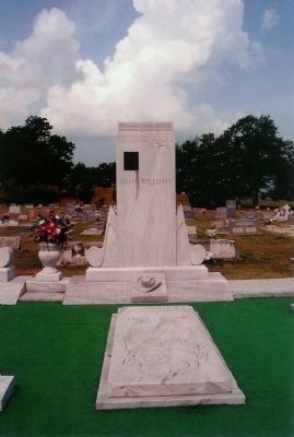Hank Williams Alabama Troubadour, gravesite ; Oakwood Cemetery Annex, Montgomery Alabama image. Click for full size.