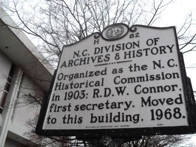 N.C. Division of Archives & History Marker image. Click for full size.