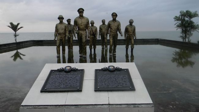 """Leyte Landing/<i>Paglunsad sa Leyte</i>"" Marker at ""Red Beach"" - MacArther Memorial Park, image. Click for full size."