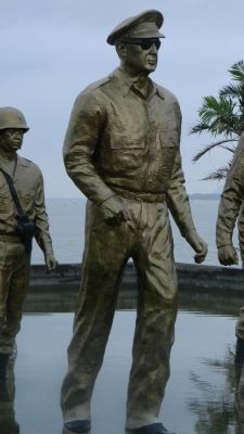 Statue of General MacArthur by sculptor, Leandro Locsin image. Click for full size.