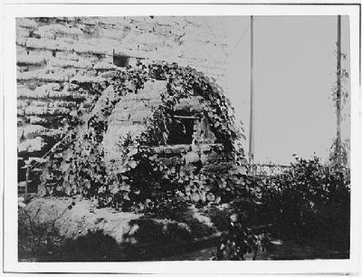 Adobe Oven in South Garden image. Click for full size.