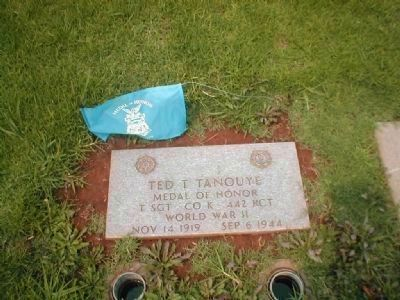 Medal of Honor Recipient Ted T. Tanouye grave site. image. Click for full size.