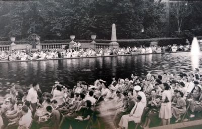 Washingtonians Gathering in Meridian Hill Park image. Click for full size.