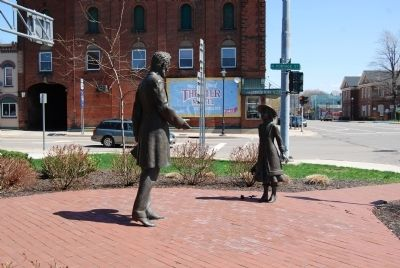 The Lincoln-Bedell Statues image. Click for full size.