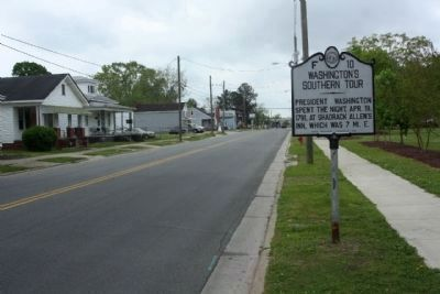 Washington's Southern Tour Marker seen along Lee Street, looking south image. Click for full size.