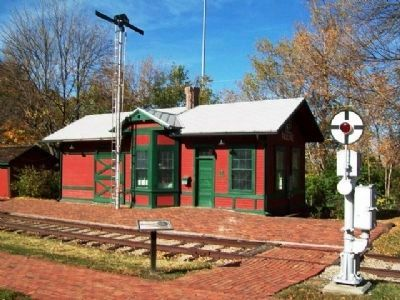 The Pauline Depot and Marker image. Click for full size.