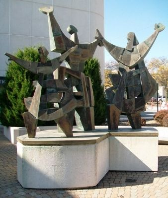 Celebration of the Midwest Family Sculpture image. Click for full size.