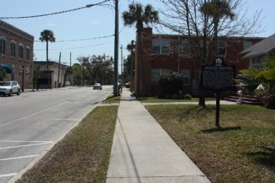 The Village Improvement Association Woman's Club Marker looking south along Palmetto Avenue image. Click for full size.