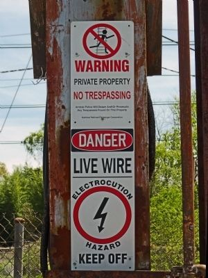 Warning Sign on the Catenary image. Click for full size.