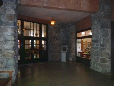 Entrance to the Ahwahnee lobby from the Porte Ochere image. Click for full size.