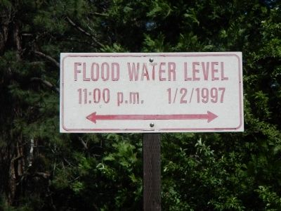 Nearby Flood Level marker image. Click for full size.