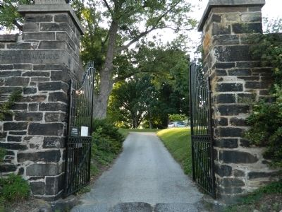 Entrance to Friends Burial Ground image. Click for full size.