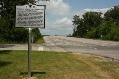 Combahee River Raid / Freedom Along The Combahee Marker looking north image. Click for full size.