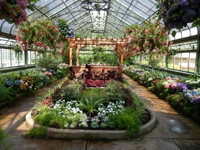 Niagara Park Greenhouse image. Click for full size.