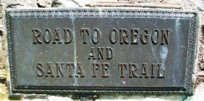 Road to Oregon and Santa Fe Trail Marker image. Click for full size.
