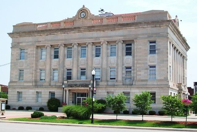 Livingston County Courthouse (west facade) image. Click for full size.