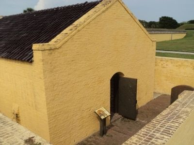 Marker in Fort Moultrie image. Click for full size.