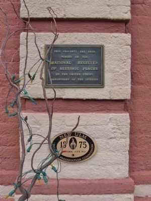 Nearby Plaques image. Click for full size.
