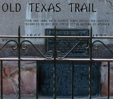 Old Texas Trail Marker image. Click for full size.