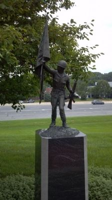 Vietnam Memorial Statue image. Click for full size.