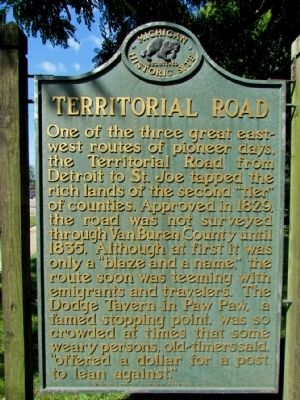 Territorial Road Marker image. Click for full size.