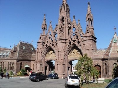 Green-Wood Cemetery	Gates and Marker image. Click for full size.