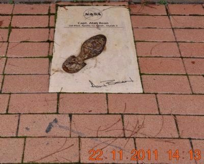 Footprint & Signature of Capt. Alan Bean image. Click for full size.