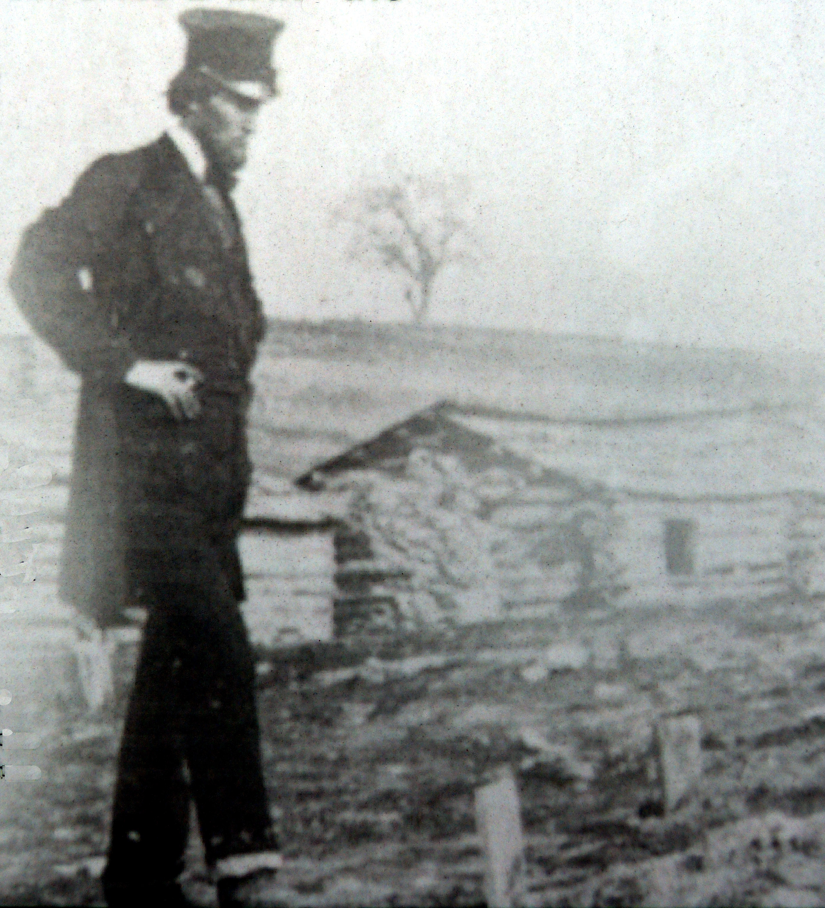 Abraham Lincoln views soldier graves at Bull Run, 1862