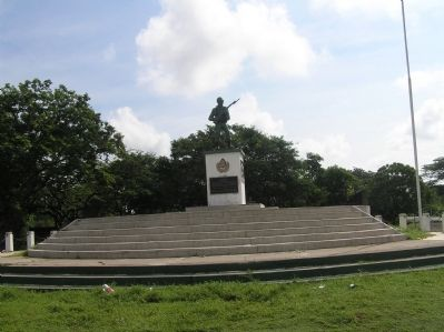 "Monument to the Honduran soldier during the ""100 Hours War"" image. Click for full size."