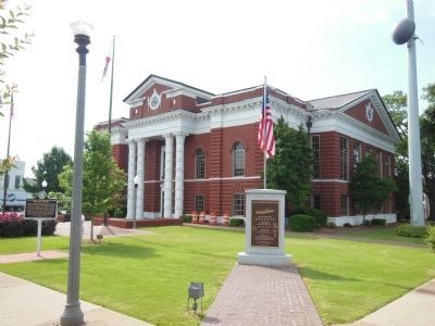 Talladega County Court House (in the background) image. Click for full size.