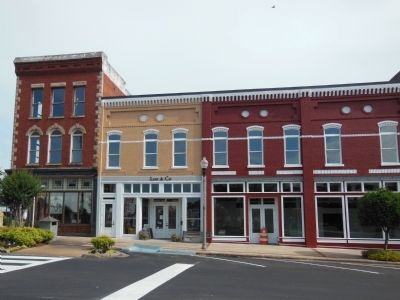 Talladega Courthouse Square: North Streeet image. Click for full size.