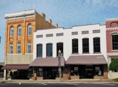 Talladega Courthouse Square: Court Street image. Click for full size.
