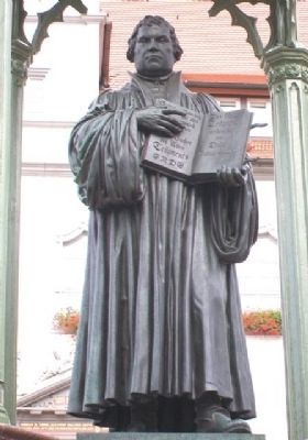 Martin Luther Statue image. Click for full size.