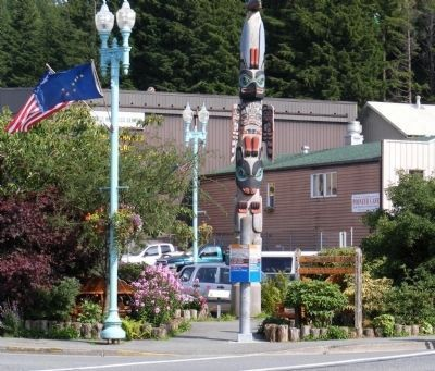 Chief Kyan Totem Pole and Marker image. Click for full size.