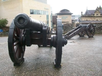 Demi-culverin Cannon on Newgate Bastion image. Click for full size.