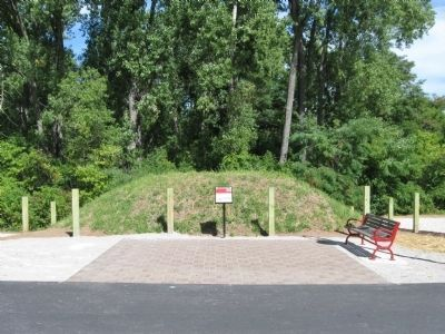 Reconstructed Indian Mound and Marker image. Click for full size.