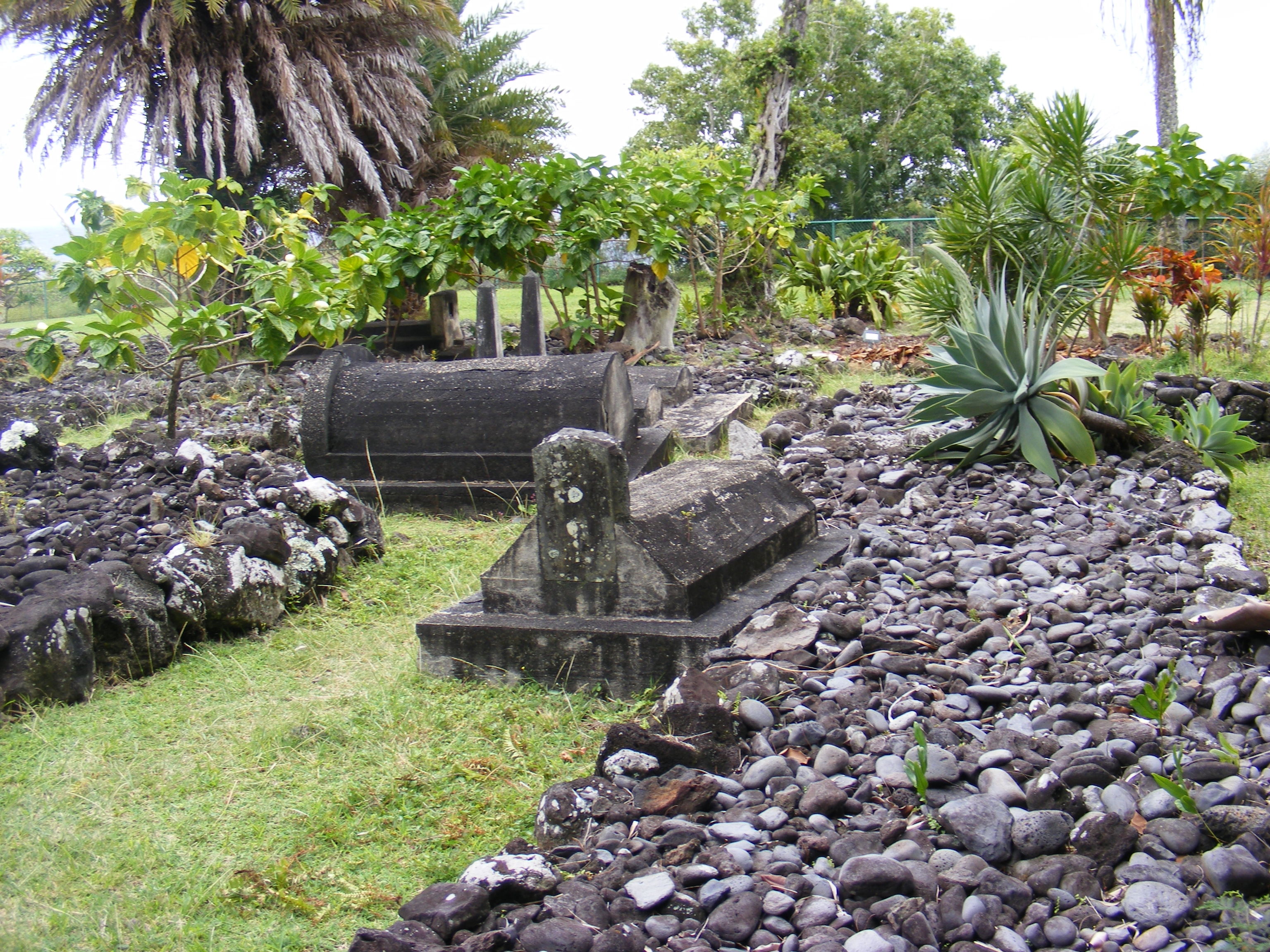 Palapala Hoomau Congregational Church graveyard-other grave markers