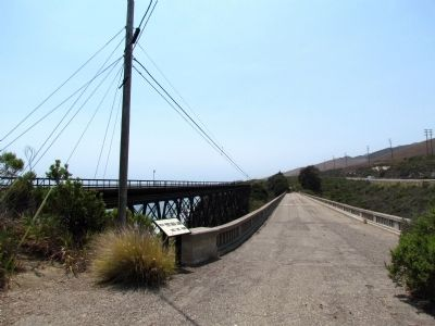 Old US 101 Bridge over Arroyo Hondo image. Click for full size.