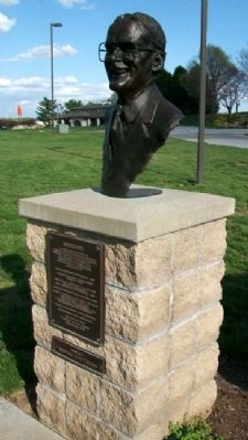 Lamar Hunt Marker and Bust image. Click for full size.